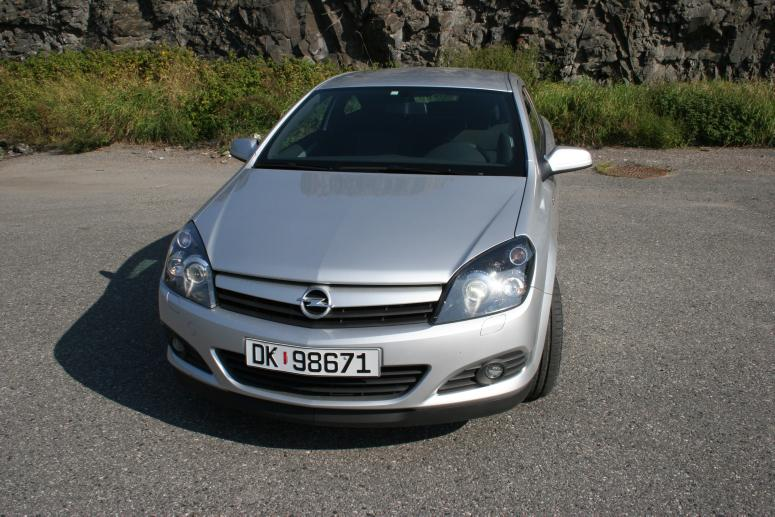 Opel astra gtc 001 large